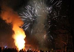 Feureu de Morlanwelz : cortège du lundi soir, grand feu et feu d'artifice