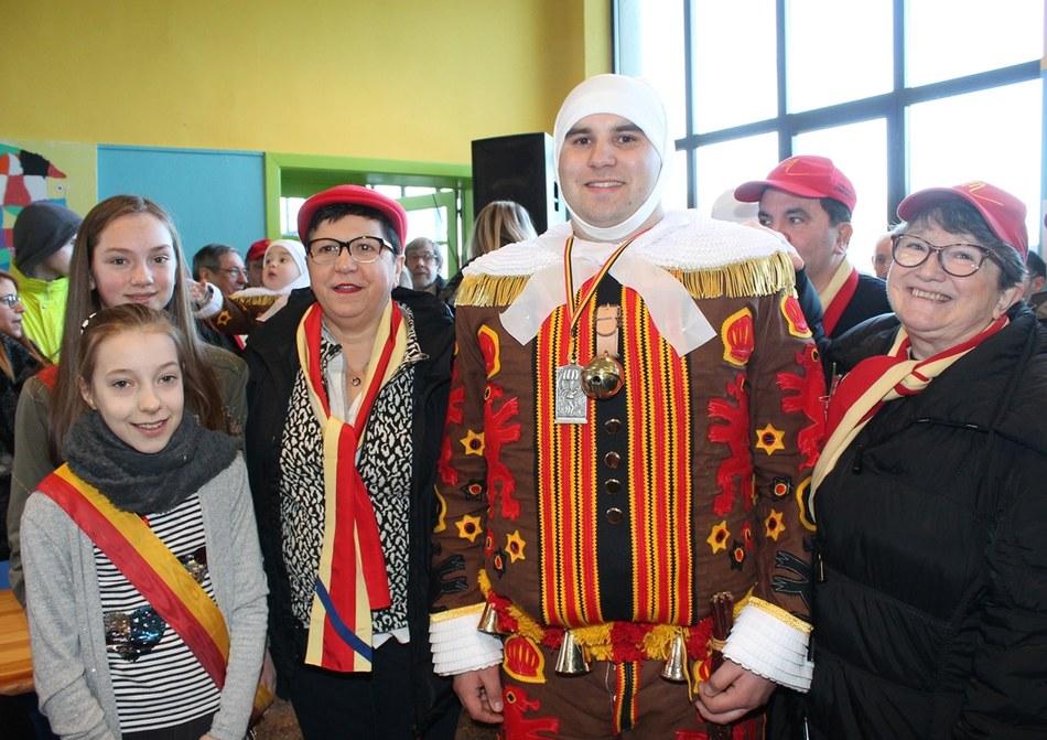 Mayron Fromont a reçu une médaille pour 25 ans de participation au carnaval de Mont-Sainte-Aldegonde (Les Amis Réunis)
