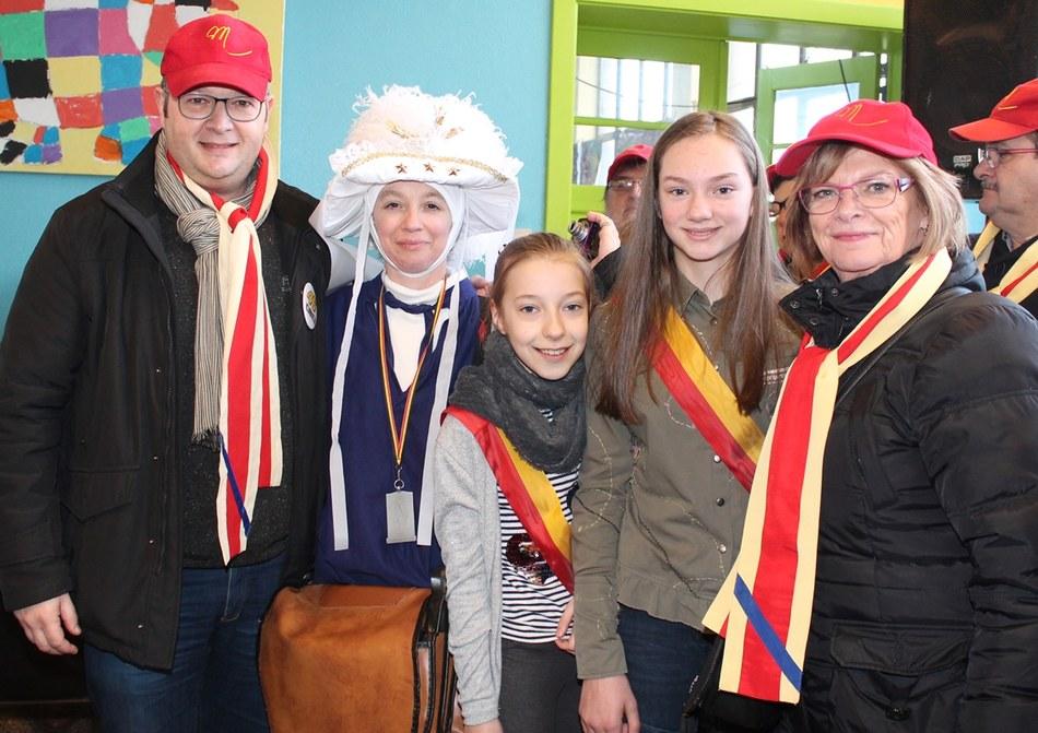Aurélie Pourtois a reçu une médaille pour 25 ans de participation au carnaval de Mont-Sainte-Aldegonde (LesPaysans)