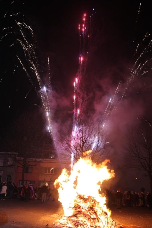 Morlanwelz - grand feu et feu d'artifice le lundi soir